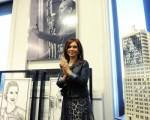 La presidenta rodeada por la maqueta del proyecto-homenaje a Evita.