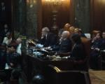 Macri y Moscariello, escuchando a los legisladores en el recinto porteño.