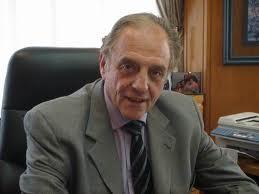 El diputado Carlos Heller y una propuesta frente a las salideras bancarias.