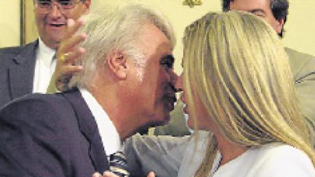"""De la Sota dijo que su esposa """"puede ser una buena intendenta de Río ..."""