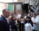 El Juez Gustavo Caramelo visitó el conventillo de la calle Brin.