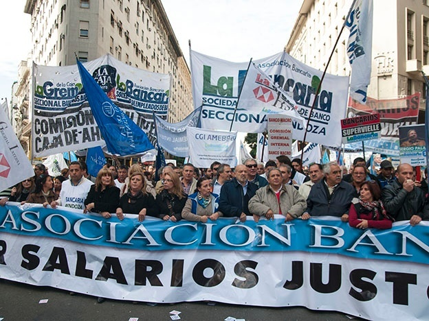 Bancarios anunciaron paro para el 26 y 27 de mayo.