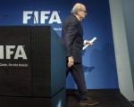 En medio del escándalo, el ex titular de la FIFA abandonó su cargo.
