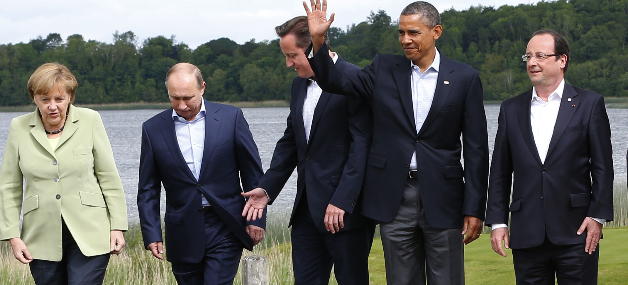 Britain's Prime Minister David Cameron (C) arrives for a group photo with (L-R) German Chancellor Angela Merkel, Russia's President Vladimir Putin, U.S. President Barack Obama and France's President Francois Hollande at the G8 Summit, at Lough Erne, near Enniskillen, in Northern Ireland June 18, 2013.  REUTERS/Yves Herman (NORTHERN IRELAND  - Tags: POLITICS) - RTX10RYY